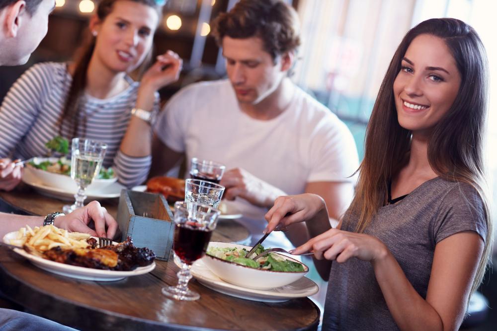 食べるのが早い人の心理・食べ方でわかる人の性格