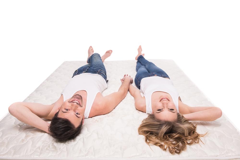 腕枕する男性心理・女性がキュンとなるのは意味があるから?!