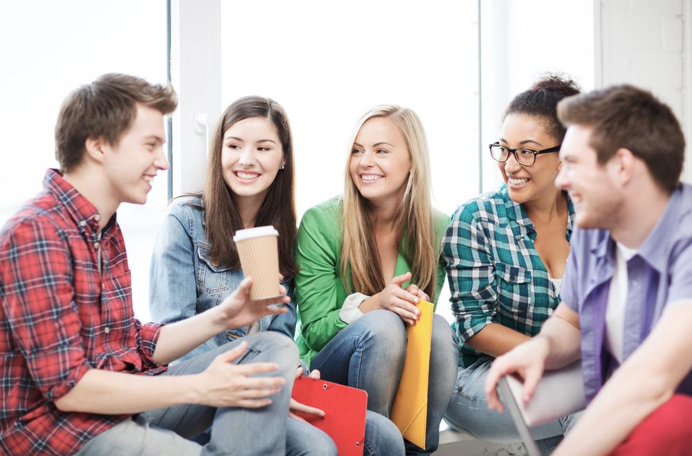 おしゃべりな人の心理を理解してコミュニケーションをうまくとる方法