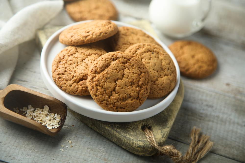 お菓子を配る人の心理・職場によくいるタイプの特徴と付き合い方
