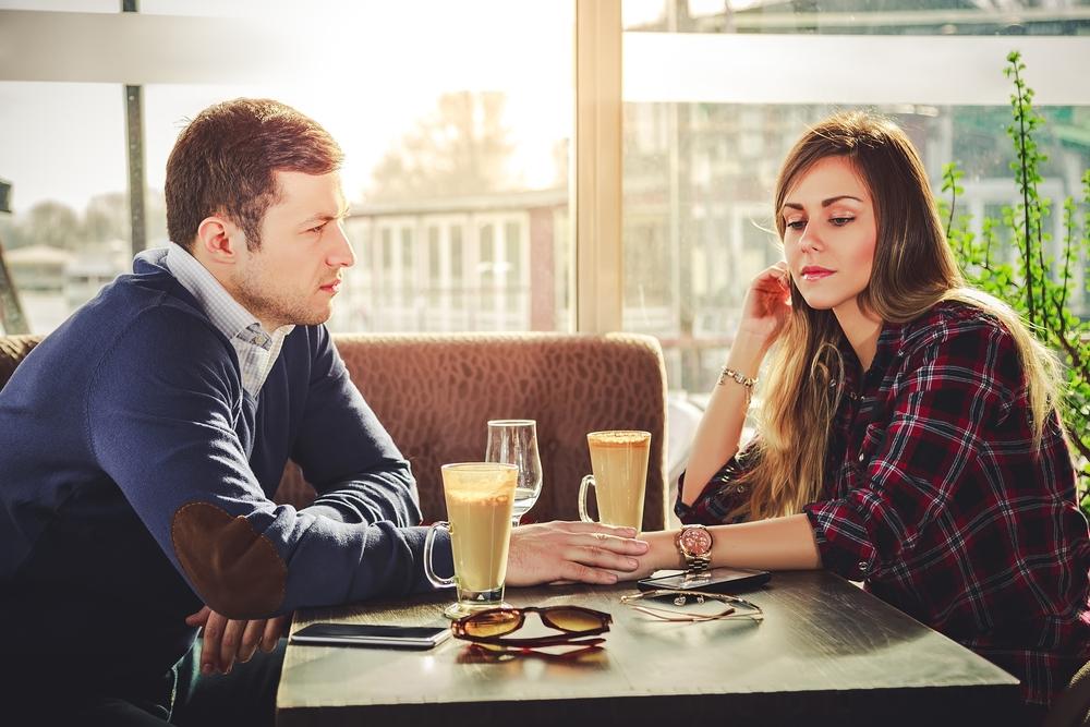 彼氏がそっけない!心理的に考えられることと相手の興味をひく方法