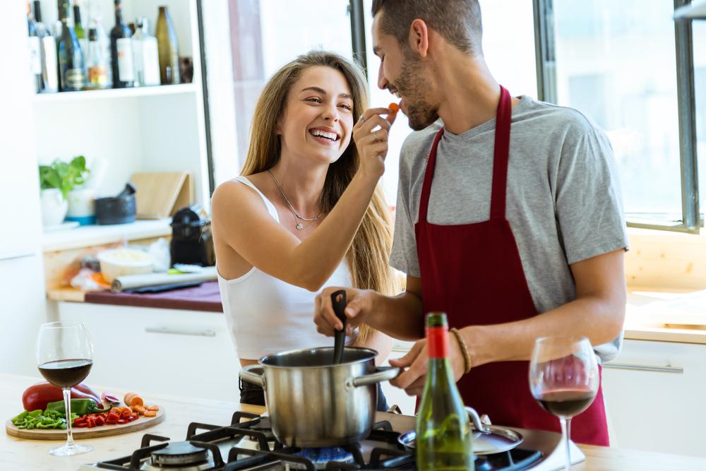 彼氏が料理を作ってくれる心理に潜んだ本当の理由はなに?