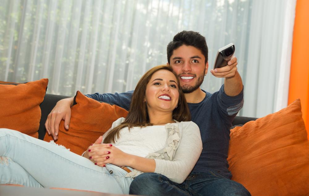 テレビばかり見る人の心理はなぜ?彼氏の態度にイラっとした時の対処
