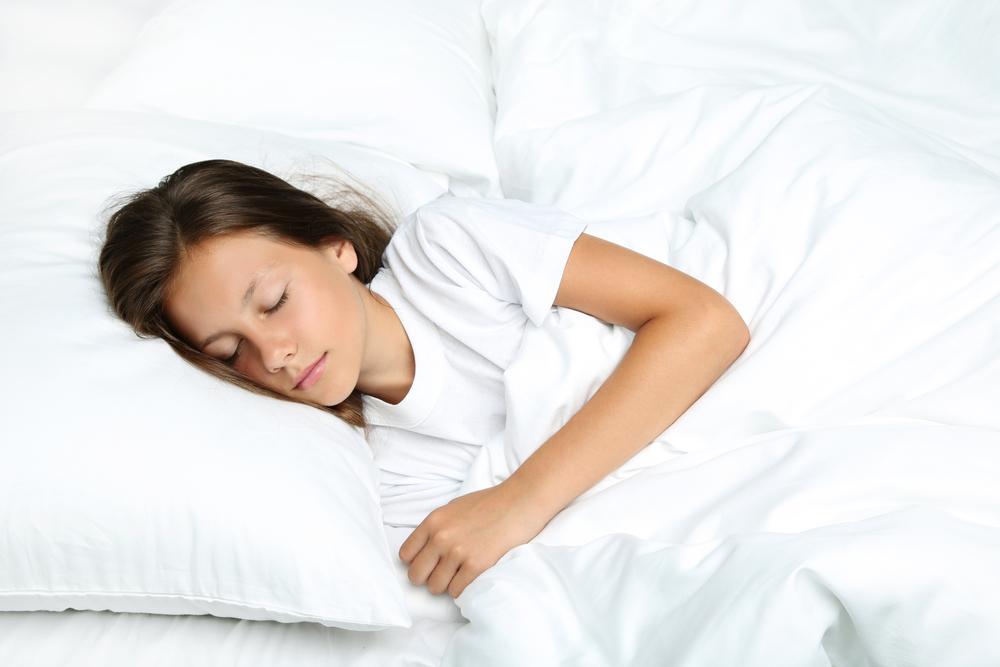 寝る時の手の位置でわかる心理背景・寝ている間にバレる本性について