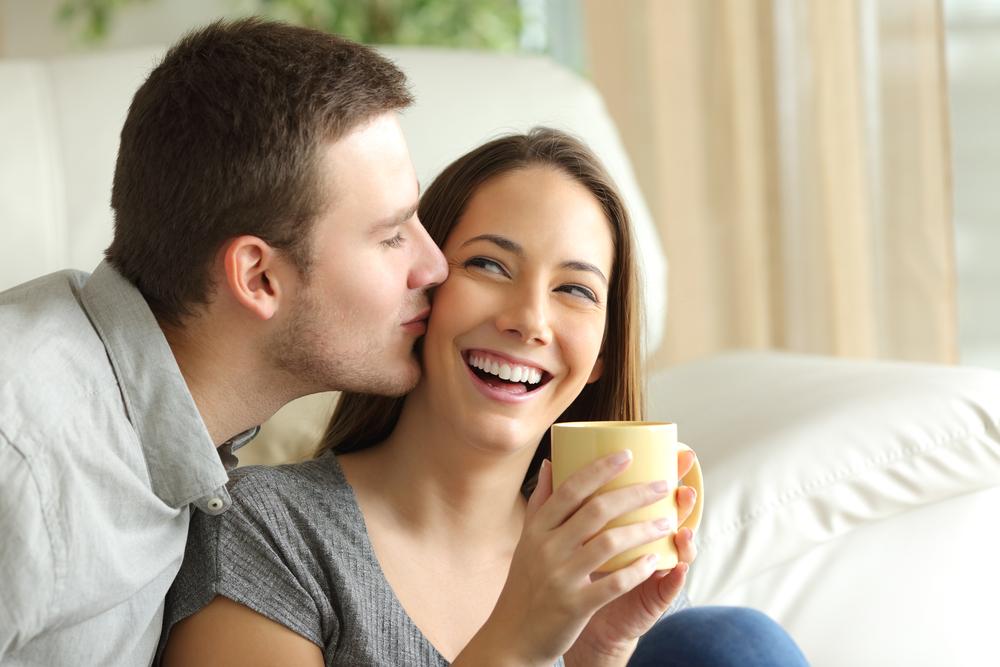ほっぺにキスする心理・部位別でわかる男性の本音とは?