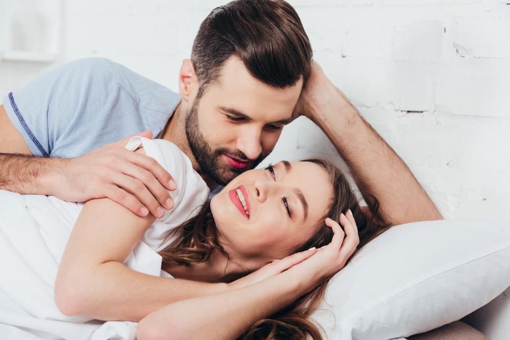 顔をくっつけて寝る心理・カップルの寝方でわかる相性とは?