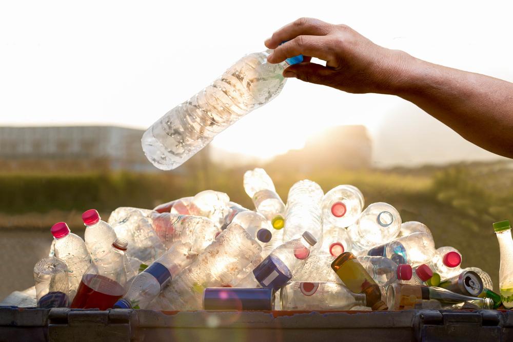 ペットボトルを残す心理・なぜ飲み切らないのか理解できない!