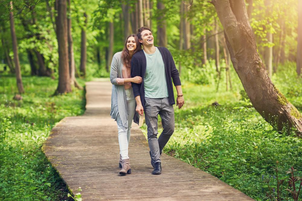 散歩デートがしたい心理になる時・大切な話をするオススメのシチュエーション