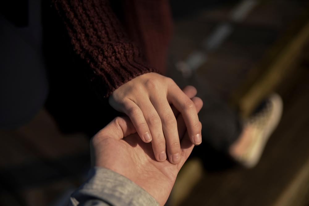 手のひらを合わせる心理にあること・手と心の面白い関係について