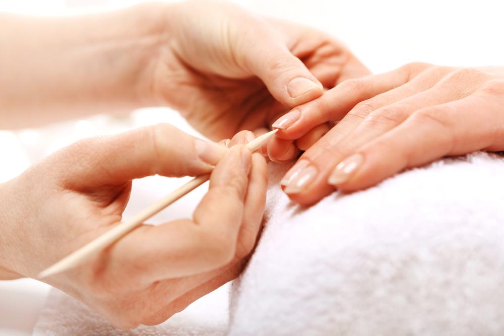 爪を磨く男性の心理は理解できない?過度なおしゃれをする男性の恋愛傾向